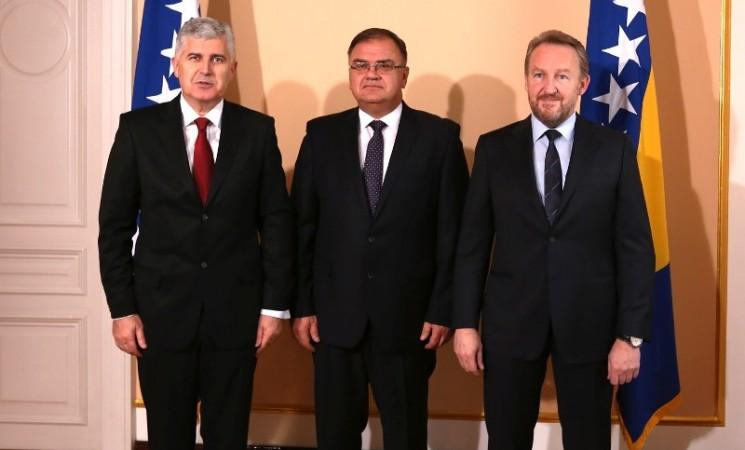 """Izetbegović, Čović i Ivanić u strahu od izbornog poraza: Predsjedništvo BiH vrši """"sječu"""" ambasadora!"""