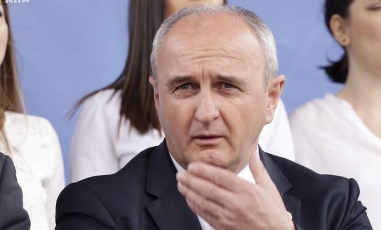 """""""Direkt"""" saznaje: Ministar Đokić diplomirao na """"Megatrendu"""""""