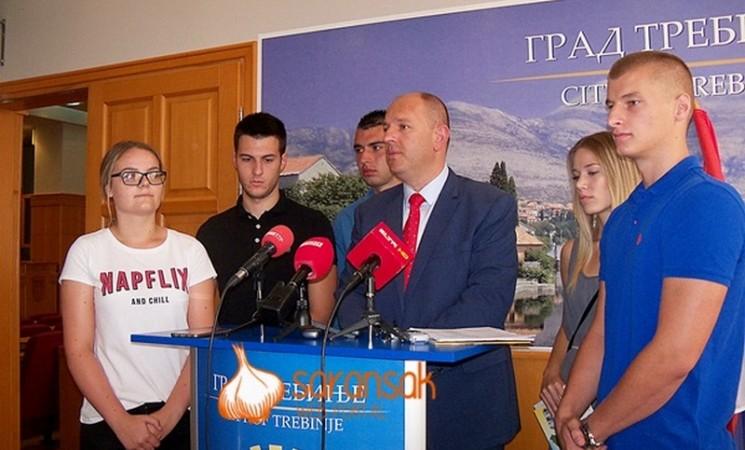 Upitne stipendije za brucoše u Trebinju - gradonačelnik obmanuo javnost i studente