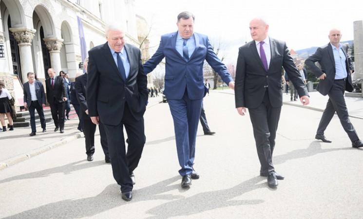 Ko šta dobija u novoj Vladi RS: Stevandiću, Petroviću i Čaviću po jedan resor?