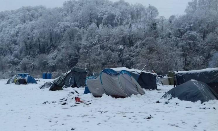 Migranti pod šatorima u Velikoj Kladuši dočekali prvi snijeg
