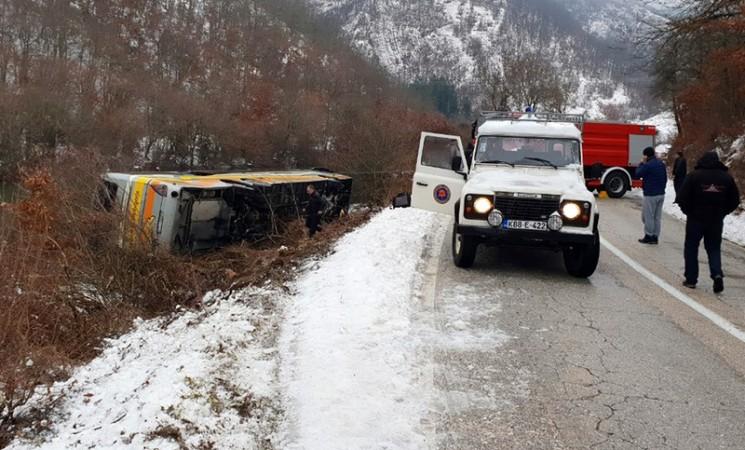 Tri osobe poginule prilikom prevrtanja autobusa između Gacka i Nevesinja
