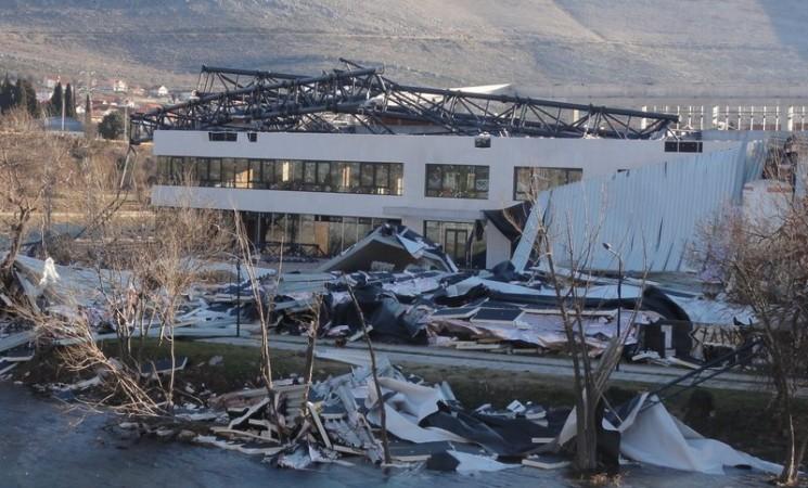 Nevrijeme u Trebinju - vjetar uništio gradski park, zatvoreni bazen i više objekata