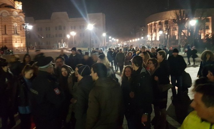 Policija zabranila šetnju, građani izašli na ulice Banjaluke