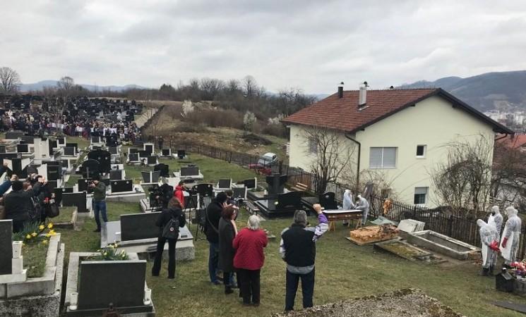 Stotine ljudi ispratilo Davida Dragičevića iz Banjaluke