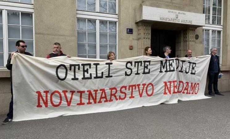 """Protest novinara u Hrvatskoj: """"Oteli ste medije, novinarstvo ne damo"""""""