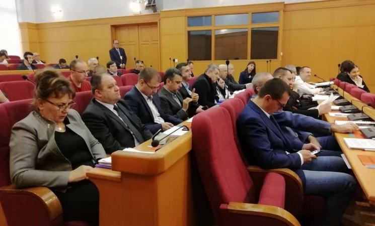 """Trebinjska skupština: """"Rotiranje"""" u načelničkim i direktorskim foteljama"""