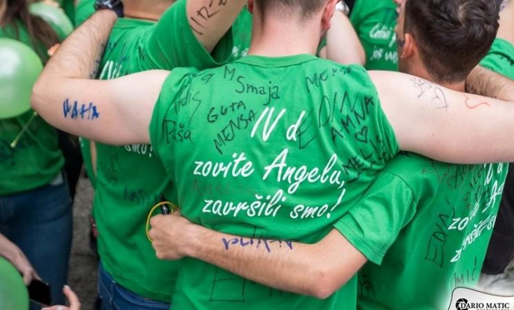 Poruka tuzlanskih maturanata: Zovite Angelu, završili smo!