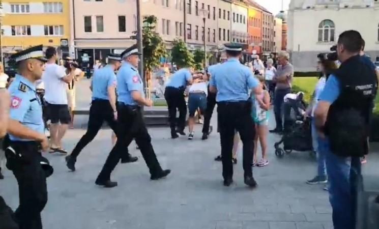Šest policajaca oborilo i uhapsilo starca u Banjaluci ispred hrama Hrista Spasitelja (VIDEO)