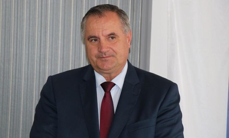 Premijer Višković i ministri iz budžeta kupuju nova odijela, košulje i kravate