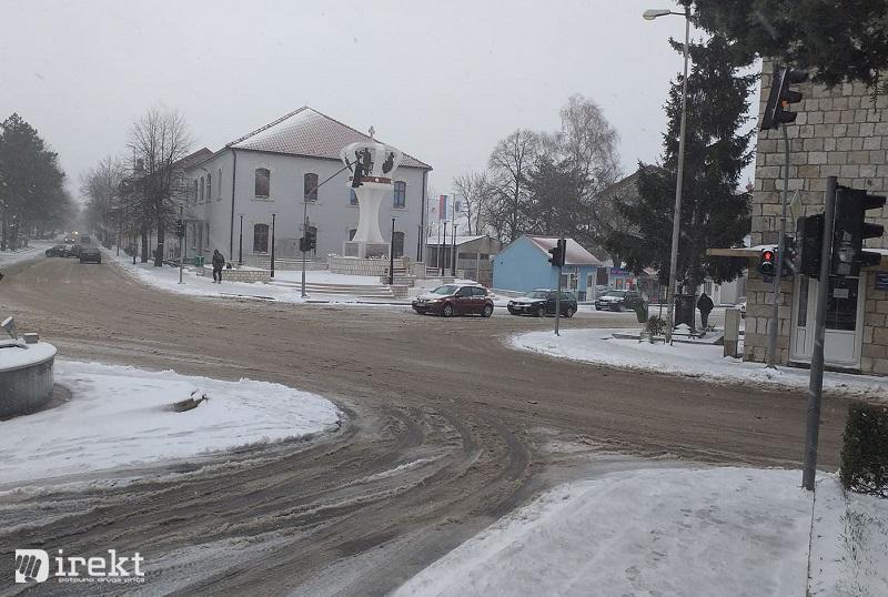 Snijeg u Gacku
