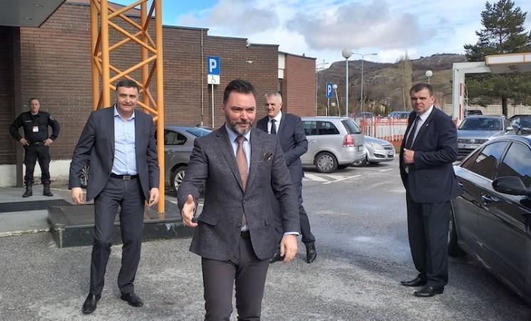 Ministarska oblanda za partijsku posetu