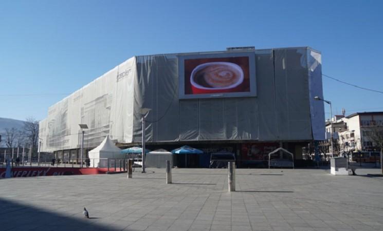 Oglašavanje na javnim prostorima: Pogodovanja po političkoj liniji, mimo propisa, često i bez dozvola