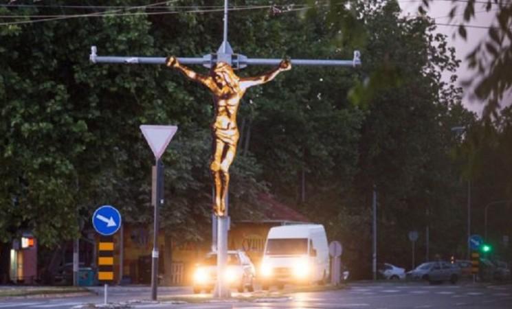 Zašto vas je razapeti Hrist posmatrao dok vozite beogradskim ulicama