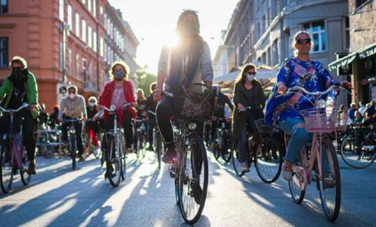 Zašto Slovenci demonstriraju na biciklima?