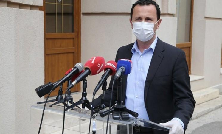 Ćurić: Zaraženi se definitivno nisu zarazili na političkim skupovima