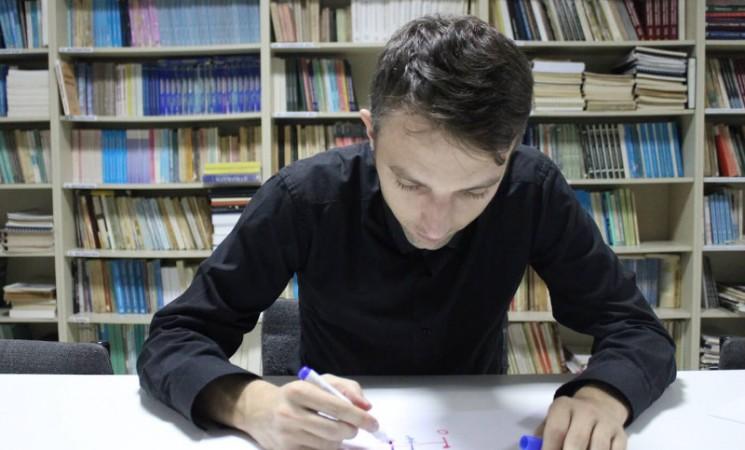 NAŠE HRONIKE: Nebojša Đurić - matematičar koji Rubikovu kocku slaže za 15,60 sekundi
