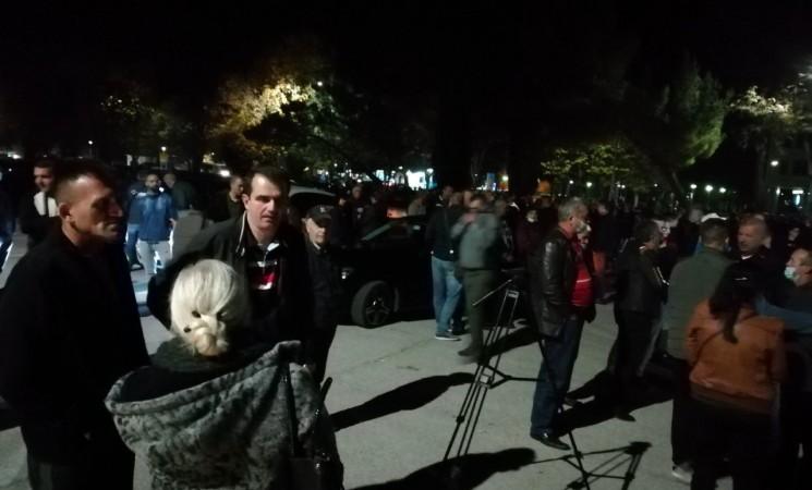 Uprkos zabrani okupljanja i izbornoj tišini opozicija u Trebinju organizovala skup