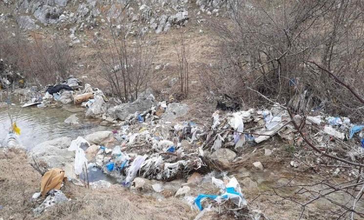 Gacko: Divlje deponije ne niču same - meštani ih prave