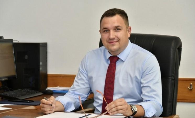 Ministar Lučić galantan na novčaniku, čak i cehove sa stranačkim kolegama plaća iz državne kase
