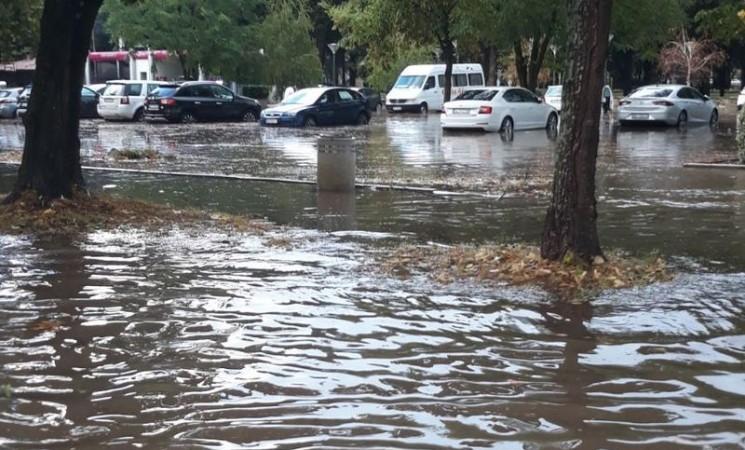 Kratka kiša u Trebinju potopila ulicu u koju je uloženo 300.000 maraka